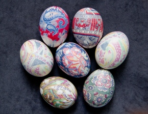 DIY Silk Tie-Dyed Easter Eggs