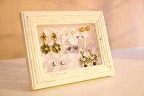 DIY Lace Picture Frame Earring Holder